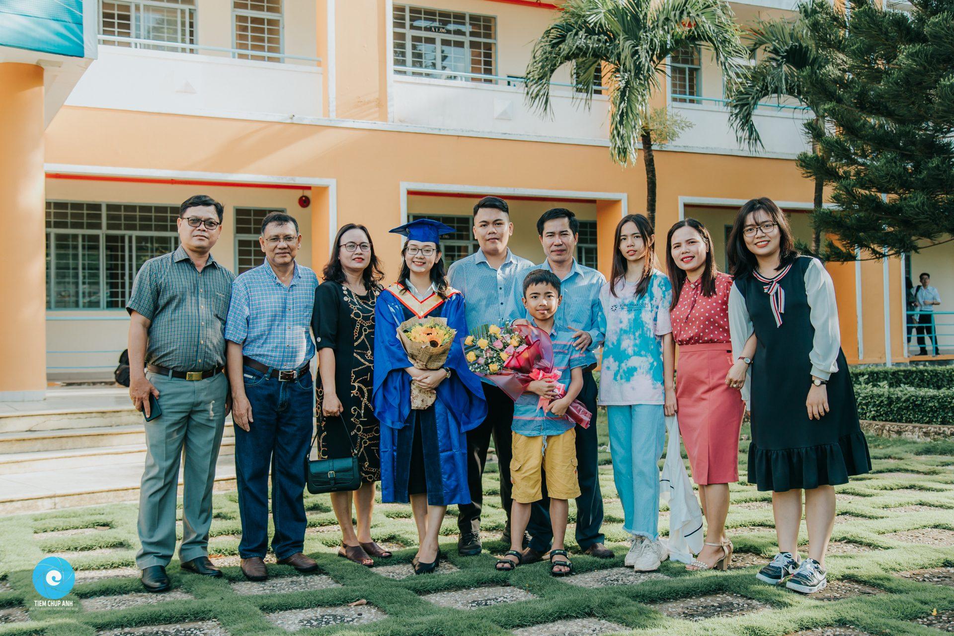 Chụp ảnh lễ tốt nghiệp