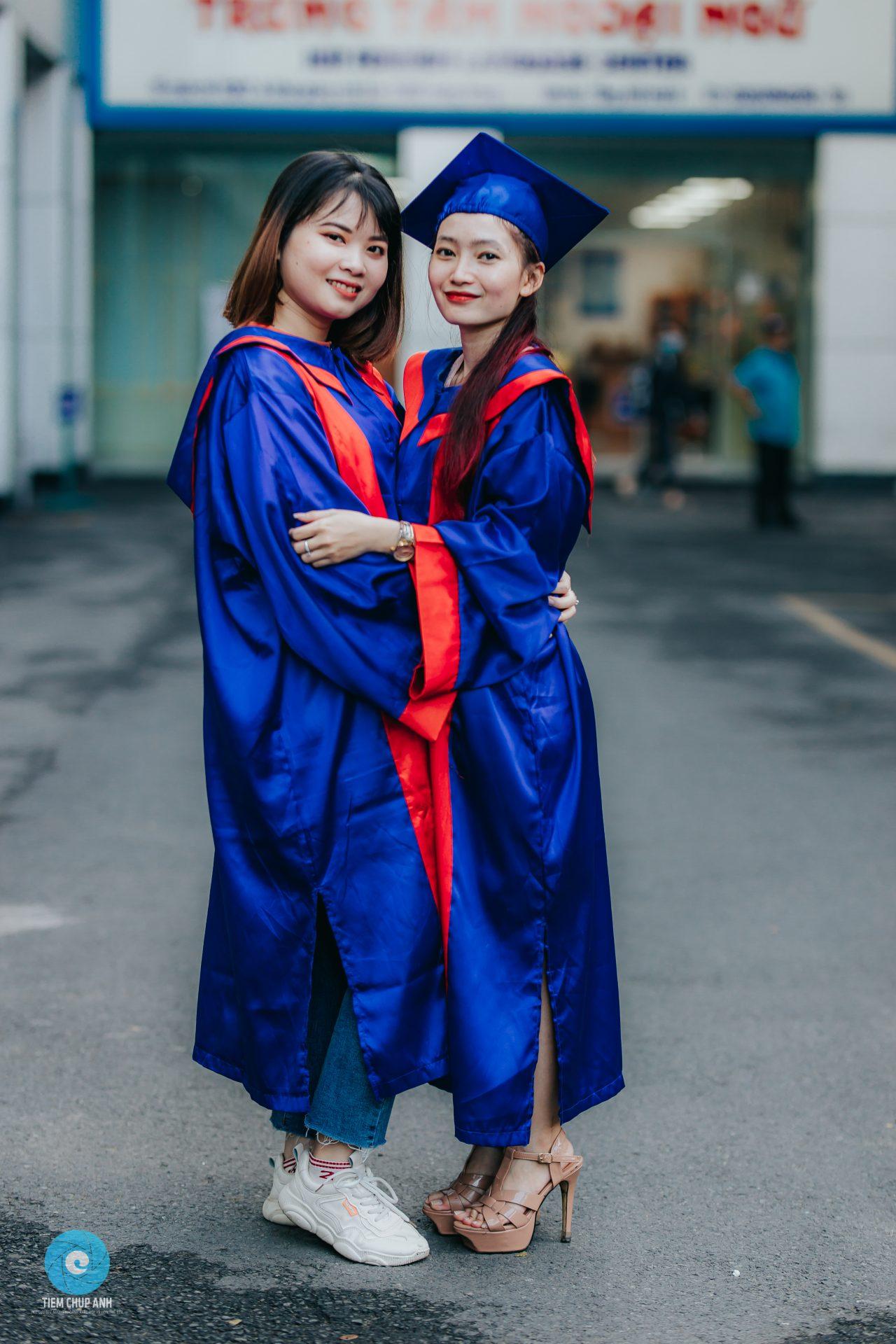 chụp ảnh tốt nghiệp đôi