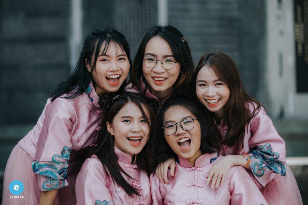 chụp ảnh nhóm 5 người chất