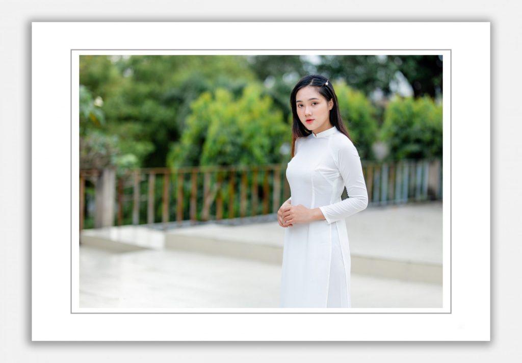 chụp ảnh với áo dài trắng