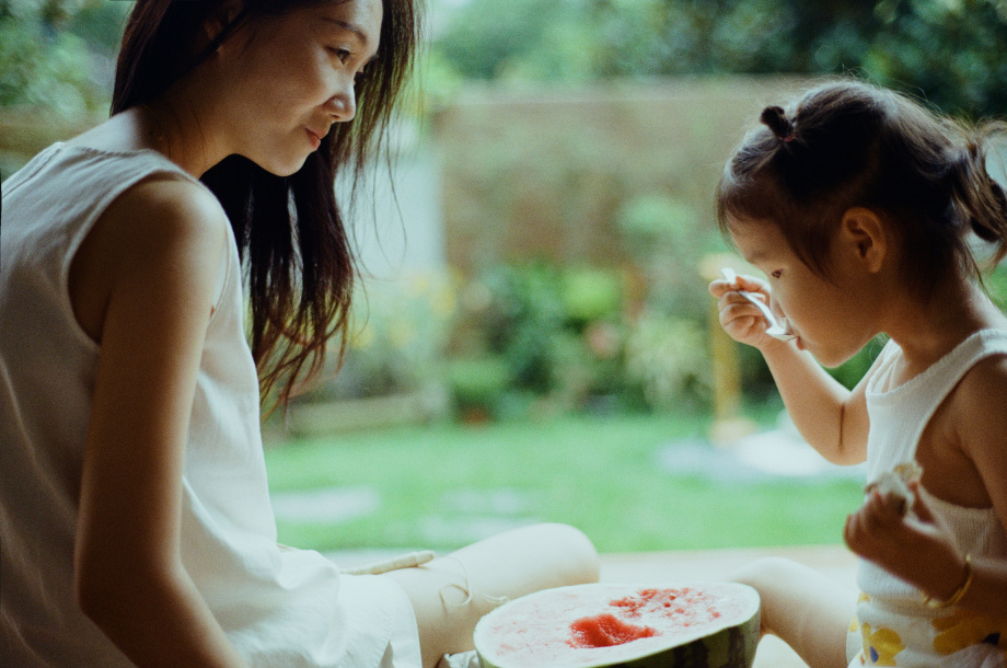 chụp ảnh mẹ đơn thân và con gái