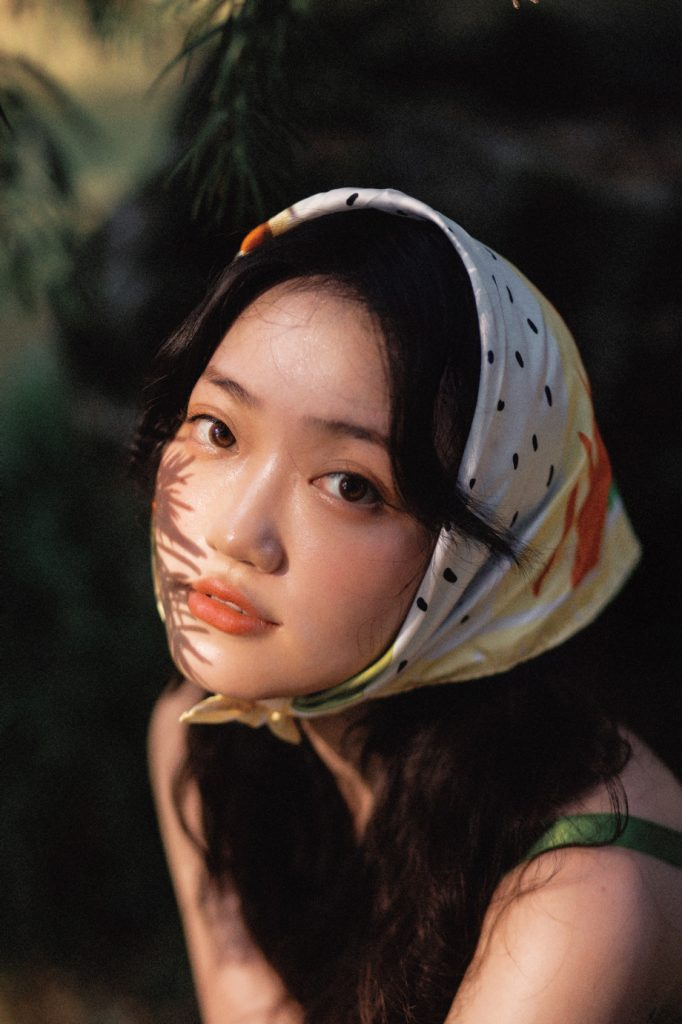 cách chụp ảnh với khăn bandana